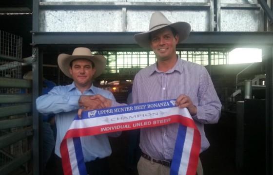 2015 Upper Hunter Beef Bonanza Judge Matt Spry presents Champion Ribbon to Lachlan James