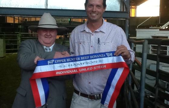 Dennis Strachan presents champion ribbon to Lachlan James UHBB2014
